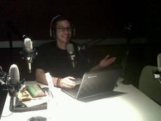 Bertrand Lobjois en el estudio de Radio UdeM